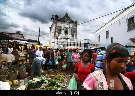 Crowd in market in Cachoeira, Bahia, Brésil - Stock Photo