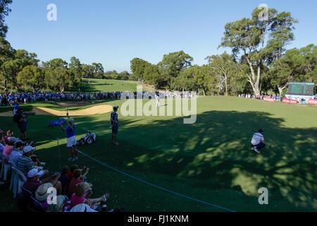 Perth, Australia. 28th Feb, 2016. ISPS HANDA Perth International Golf. Louis Oosthuizen (ZAF) putts at the 18th - Stock Photo