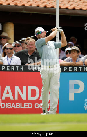 Perth, Australia. 28th Feb, 2016. ISPS HANDA Perth International Golf. Louis Oosthuizen (ZAF) tees off at the first - Stock Photo