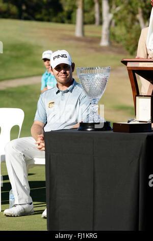 Perth, Australia. 28th Feb, 2016. ISPS HANDA Perth International Golf. Louis Oosthuizen (ZAF) admires his new trophy - Stock Photo