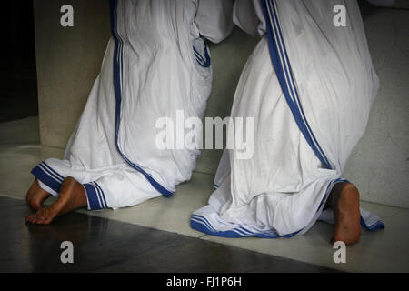 Nuns are praying at the Mother house in Kolkata, on Mother Teresa 's tomb - Missionaries of Charity - Stock Photo