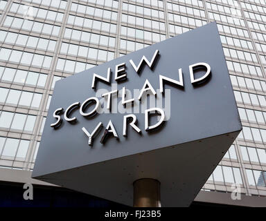 Sign outside the Metropolitan Police headquarters at New Scotland Yard, Broadway, Victoria, London, England, UK - Stock Photo