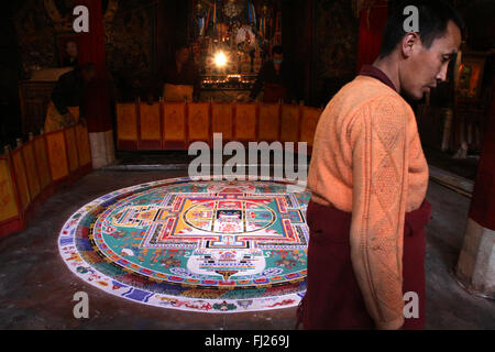 Buddhist tibetan monk making mandala in monastery in Gyantse, Tibet - Stock Photo