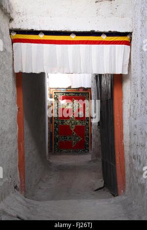 Door of a house in Gyantse, Tibet - Stock Photo