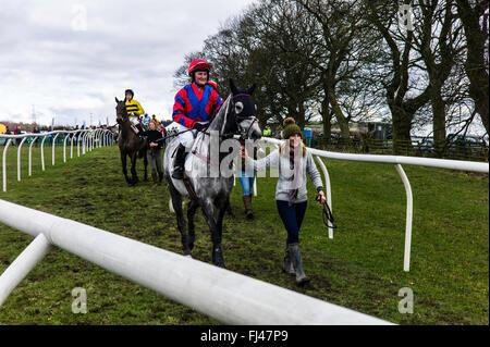 Corbridge, Northumberland, England, UK. 28th February 2016. Jockey Kelly Bryson and Viocometti make their way to - Stock Photo
