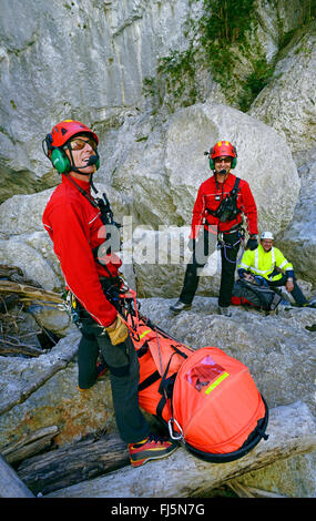mountain rescuers waiting for rescue helicopter in the great canyon of Verdon, France, Provence, Verdon - Stock Photo
