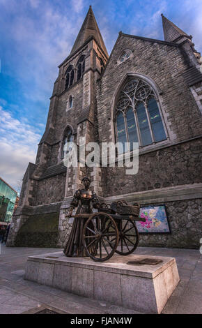 Statue of Molly Malone at suffolk street in Dublin city, Ireland - Stock Photo