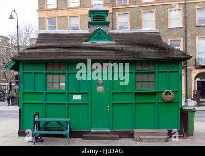 A green  Cabmen's Shelter in central London - Stock Photo