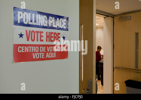 Arlington, Virginia, USA. 1st March, 2016. Virginians cast their votes in a pooling place for the US presidential - Stock Photo