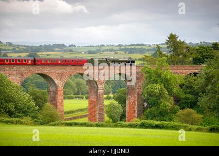 Settle to Carlisle Railway Line. Steam train LMS Royal Scot Class 46115 Scots Guardsman 'The Fellsman', on Dry Beck - Stock Photo