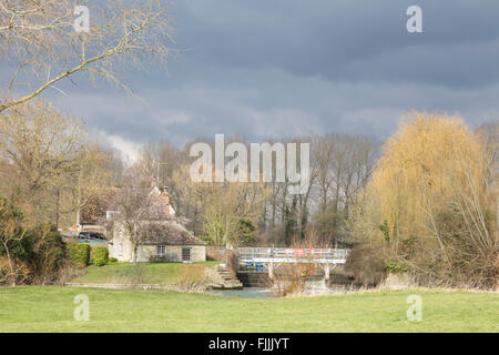 Buscot Lock and weir on the River Thames, Oxfordshire, England, UK - Stock Photo