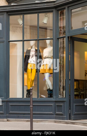 Fashionable women's clothing boutique on a side street in the trendy Le Marais district, Paris, France - Stock Photo