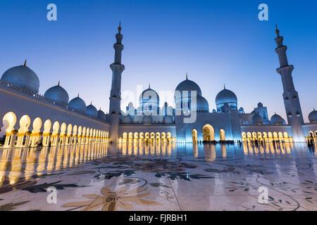 Courtyard of the Sheikh Zayed Mosque, Sheikh Zayed Grand Mosque, Abu Dhabi, Emirate of Abu Dhabi, United Arab Emirates - Stock Photo