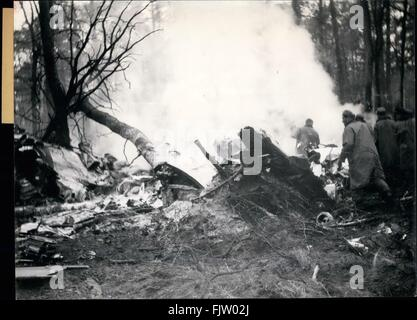1945 - 44 Killed in Frankfurt-Burssels plane crash: While taking off from Frankfurt on main airport for Brussels - Stock Photo