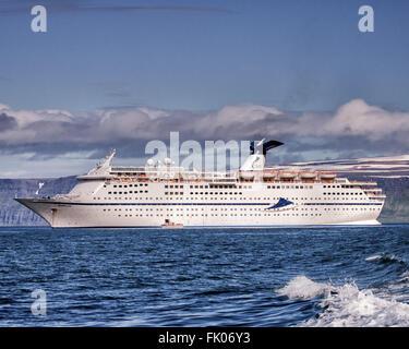 Isafjordur, Westfjords, Iceland. 2nd Aug, 2015. The Cruise & Maritime Voyages flagship, CMV Magellan, in Isafjordur - Stock Photo