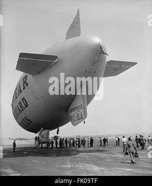 Goodyear Blimp, USA, circa 1940.jpg - Stock Photo