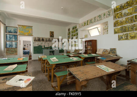 Griechenland, Kreta, Makrigialos, das kleine Volkskundemuseum im Bergdorf Pefki, Schulzimmer - Stock Photo