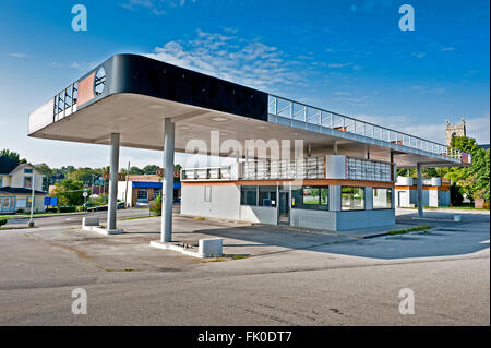 Gas Station Convenience Store Out of Business - Stock Photo