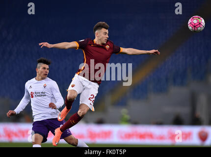 Rome, Italy. 4th Mar, 2016. Roma's El Sharaawy (R) jumps for the ball during the Italian Serie A football match - Stock Photo