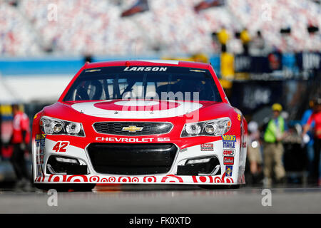 Las Vegas, NV, USA. 4th Mar, 2016. Las Vegas, NV - Mar 04, 2016: Kyle Larson (42) practices for the Kobalt 400 at - Stock Photo