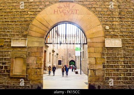 Entrance to Real Academia de Medicina i Cirurgia, Institut d'Estudis Catalans and Biblioteca de Catalunya. - Stock Photo