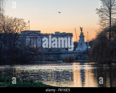Buckingham Palace at dusk St James's Park London - Stock Photo