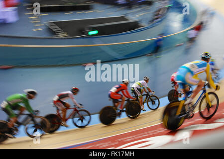 London, UK. 04th Mar, 2016. Riders racing at high speed during the Men's Points Race Final at the UCI 2016 Track - Stock Photo