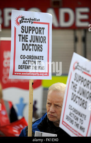 Cardiff, Wales, UK. A man holds a Socialist Party 'Support the Junior Doctors' sign as a rally in which Labour Leader - Stock Photo