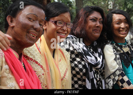 Dhaka, Bangladesh. 5 March 2016. Acid survivors attend the national annual convention 2016 at Shishu Academy organized - Stock Photo