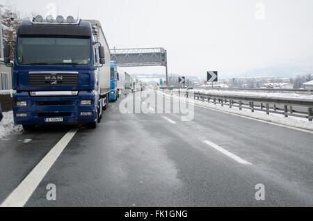 A6 Torino-Savona, Italy. 5th March, 2016. Italy-Roadblock for snow on highway A6 Torino-Savona Credit:  Stefano - Stock Photo