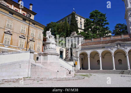 Udine Piazza della Liberta im Zentrum - Udine, Udine Piazza della Liberta in the city - Stock Photo