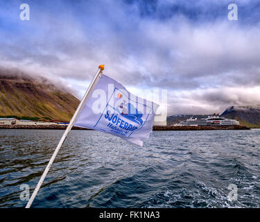 Isafjordur, Westfjords, Iceland. 2nd Aug, 2015. The flag of West Tours tour operators, Sjoferdir H&K, flies from - Stock Photo