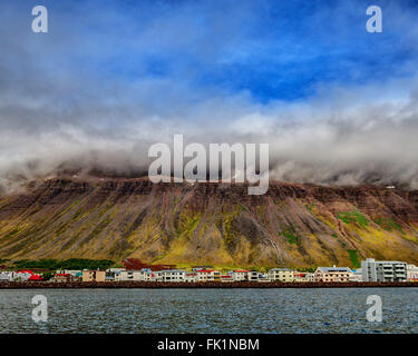 Isafjordur, Westfjords, Iceland. 2nd Aug, 2015. Low-lying clouds cover the towering mountains over Isafjordur on - Stock Photo
