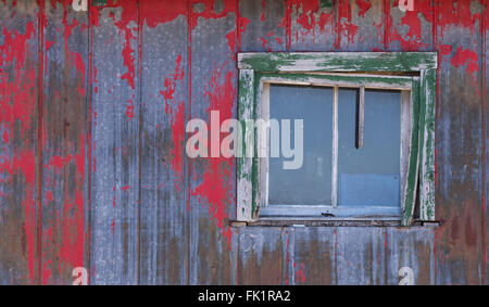 Decrepit farm house in winter - Stock Photo