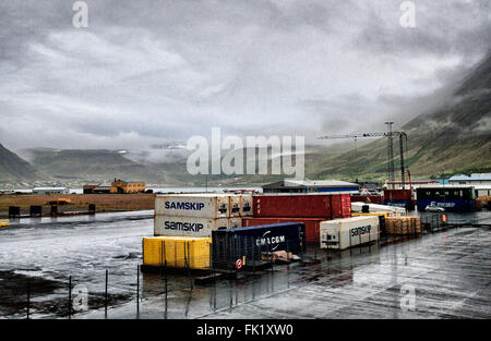 Isafjordur Harbor, Westfjords Peninsula, Iceland. 2nd Aug, 2015. Shipping containers on the dock in Sundahofn harbor - Stock Photo