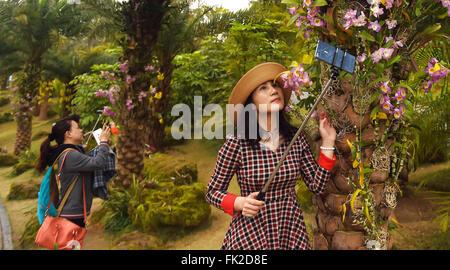 Nanning, China's Guangxi Zhuang Autonomous Region. 6th Mar, 2016. Women take pictures at Qingxiushan Park in Nanning, - Stock Photo