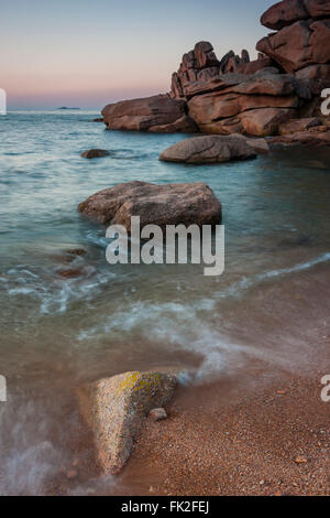 The huge pink granite boulders by the seaside give this part of the coast between Perros-Guirec and Ploumanach its - Stock Photo
