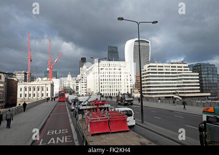 Traffic on London Bridge in February 2016  KATHY DEWITT - Stock Photo