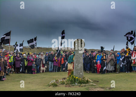 Perran Sands, Perranporth, Cornwall, UK. 6th March 2016. Hundreds of people attend the annual St Piran play, making - Stock Photo