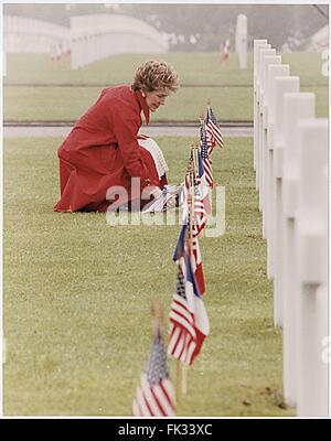 Normandy, France. 10th Jan, 2002. First Lady Nancy Reagan lays flowers at the Omaha Beach Memorial Cemetery, Normandy, - Stock Photo