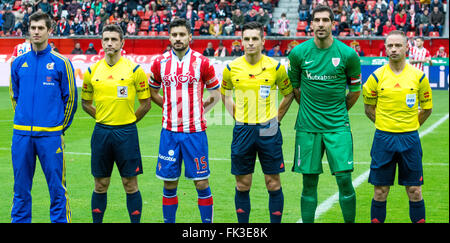 Gijon, Spain. 6th March, 2016. Referees and captains during the football match of Spanish 'La Liga' between Real - Stock Photo