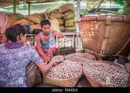Weighing potatoes in Mrauk U vegetable market, Rakhine State, Myanmar (Burma), Asia - Stock Photo