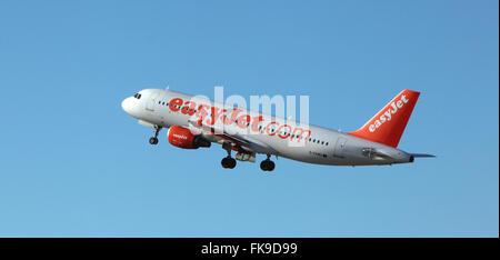 Easy Jet,G-EZWD Leaves Edinburgh Airport - Stock Photo