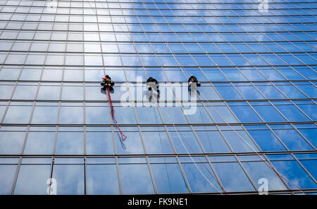 Window Cleaners Abseiling Down The Walkie Talkie Building, 20 Fenchurch Street, London Britain. - Stock Photo