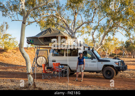 Wendy & the Troopy camping in the Outback, Western Australia - Stock Photo