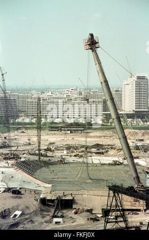 Blick vom Schuttberg auf das im Bau befindliche Olympiastadion. The Munich Olympic Park  under construction for - Stock Photo