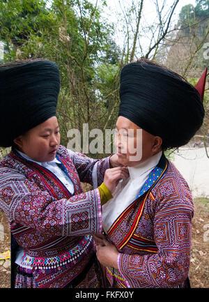 Short horned Miao women in Guizhou, China. - Stock Photo