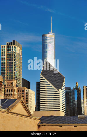 Chicago, Illinois, USA. Trump Tower and, immediately below it, the Crain Communications Building (formerly Smurfit - Stock Photo