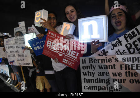 Miami, USA. 9th Mar, 2016. Supporters of Democratic presidential candidate Bernie Sanders rally at Miami-Dade community - Stock Photo