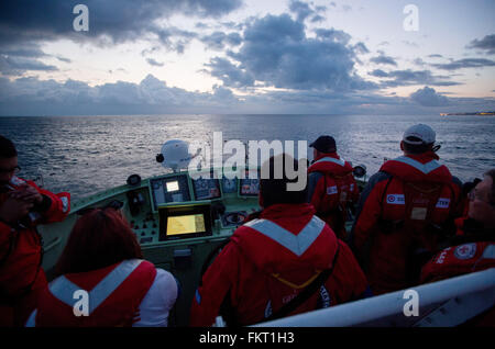 Mytilini, Greece. 10th Mar, 2016. The crew of rescue cruiser Minden looks out for rubber boats of refugees on the - Stock Photo
